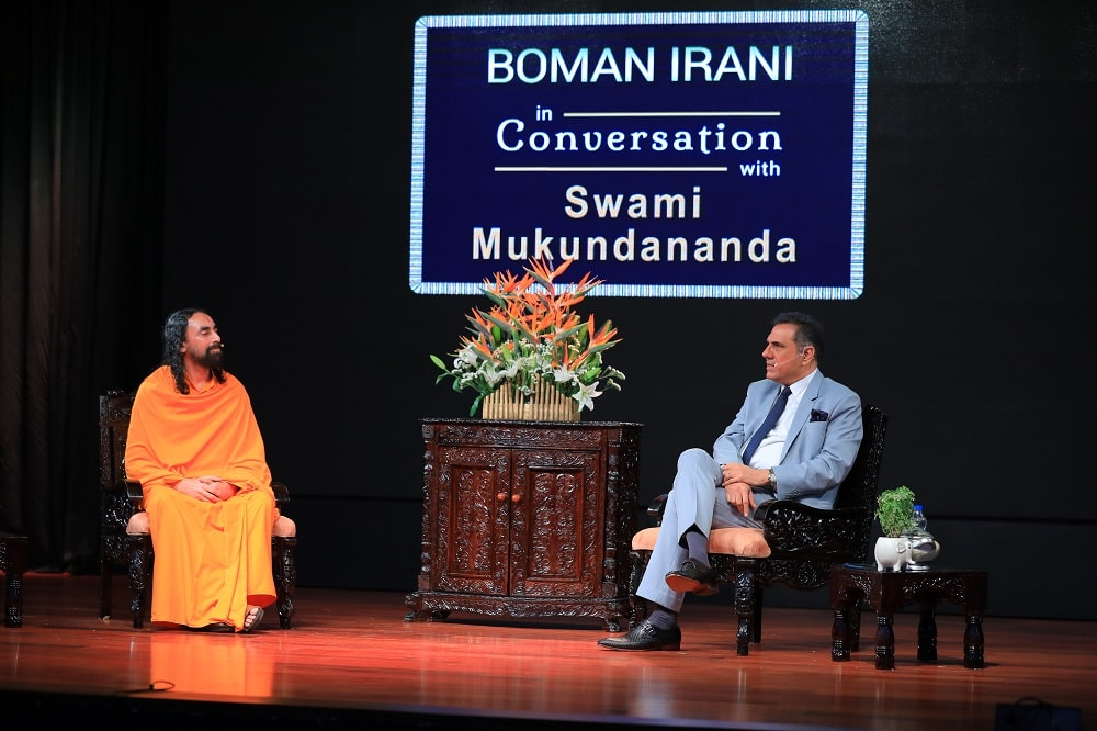 BOMAN IRANI and SWAMI MUKUNDANANDA MEET TO INSPIRE COLLEGE YOUTH IN BANGALORE